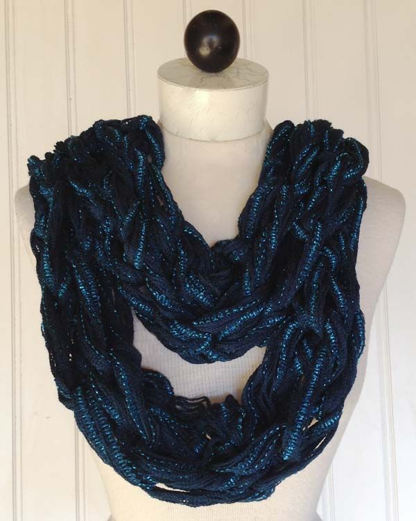 Arm Knit A Scarf In Under 30 Min Its Easy Picture Shows