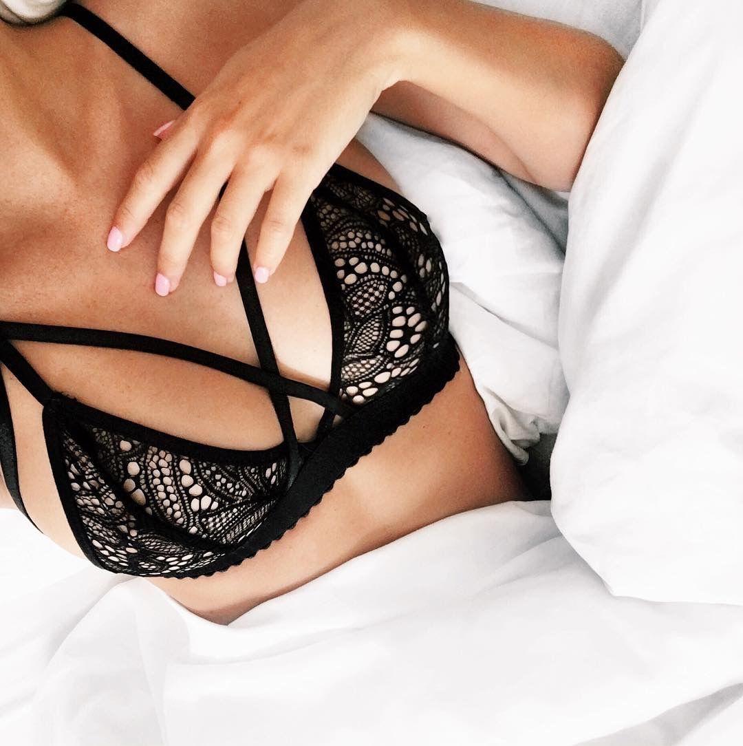 Девочки в черное кружевное белье женское белье оптом ру