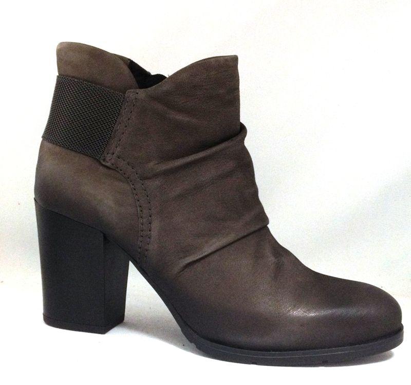 Ateliers Cagney http://www.traxxfootwear.ca/search/result/&sv=eyJibmFtZSI6IjYzMTE1In0=