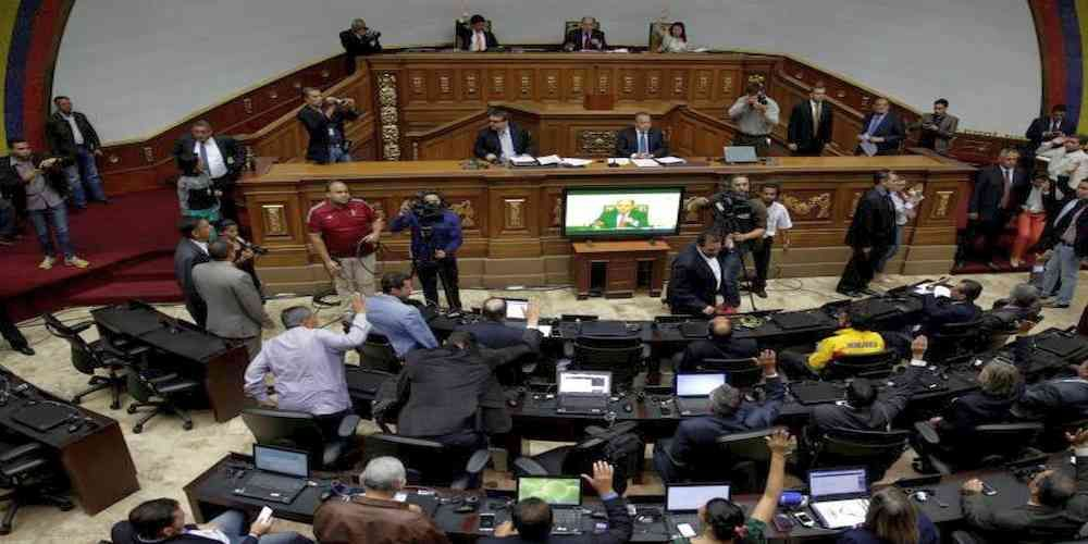 """Top News: """"VENEZUELA POLITICS: Opposition Censures Judges"""" - http://politicoscope.com/wp-content/uploads/2017/04/National-Assembly-vote-during-a-session-in-Caracas-Venezuela.jpg - Venezuela newly militant opposition leaders also announced another round of demonstrations against President Nicolas Maduro for Thursday, despite chaos and violence in Caracas on Tuesday that left 20 injured and 18 arrested.  on World Political News - http://politicoscope.com/2017/04/06/venezuela-po"""
