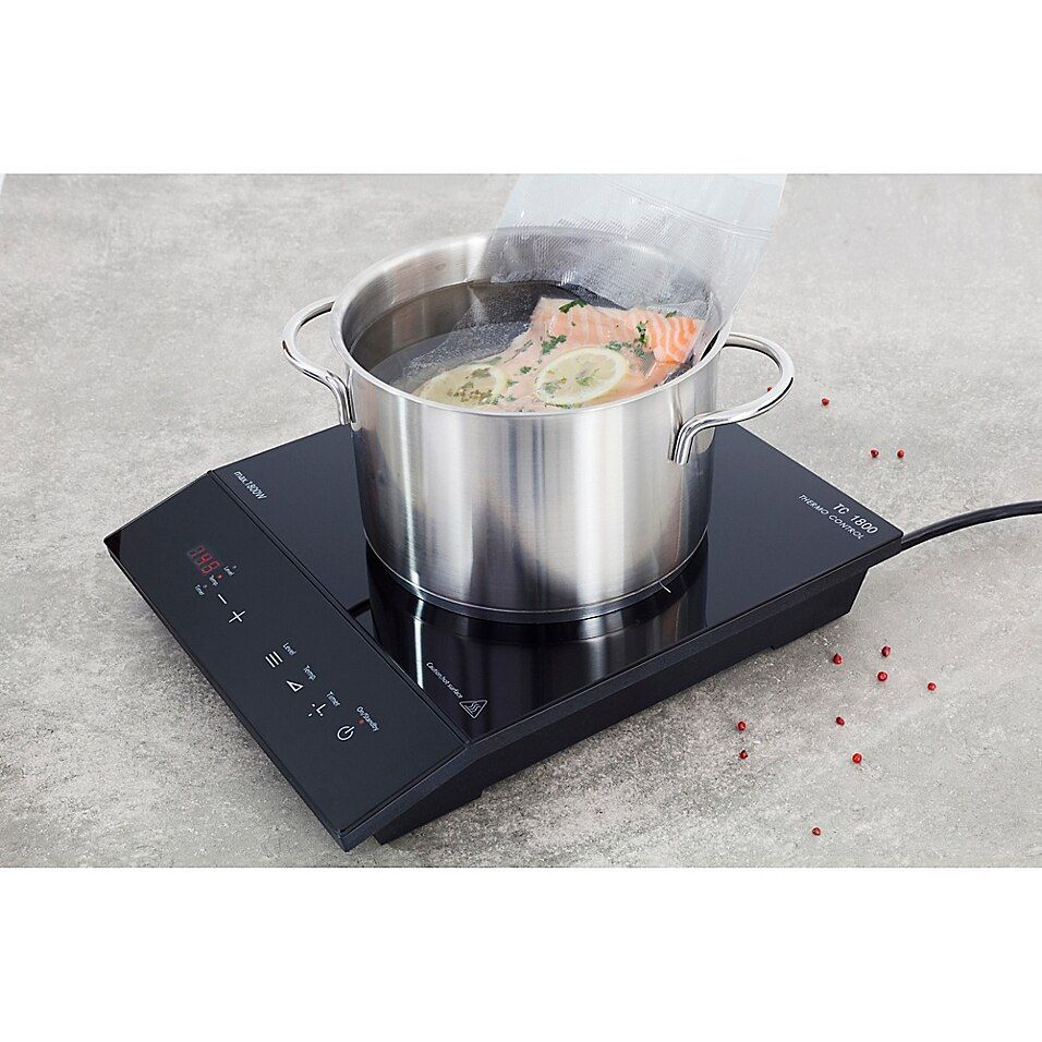 Caso 1800 Chef Thermo Control Single Induction Burner With Temperature Probe In Black - The Caso 1800 Chef Thermo Control Induction Burner is a portable, single induction burner with a cool-touch cooking surface. Perfect for use anywhere you want to cook, this burner offers 1800 watts of power for exceptional cooking results.
