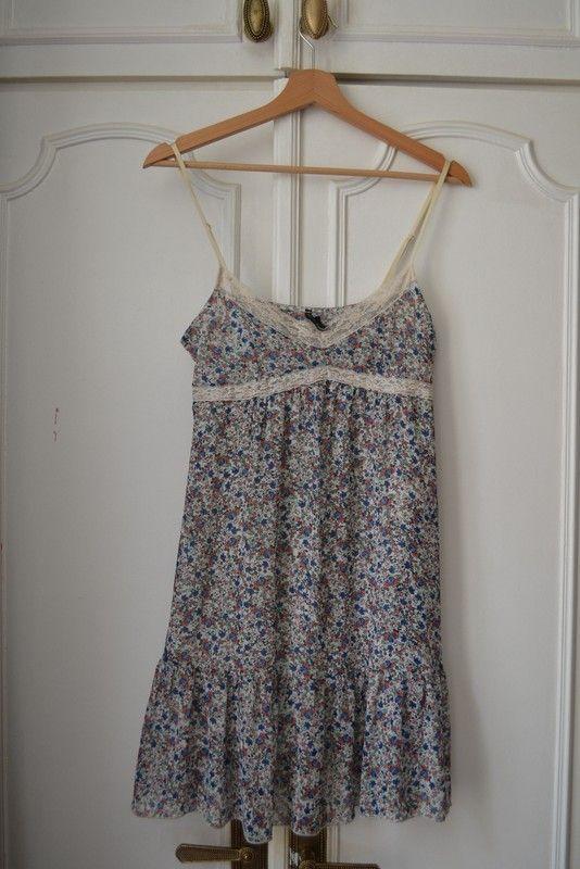 Petite robe fleurie en matière légère mais doublée de chez Naf Naf, taille  36. 3511b16c473