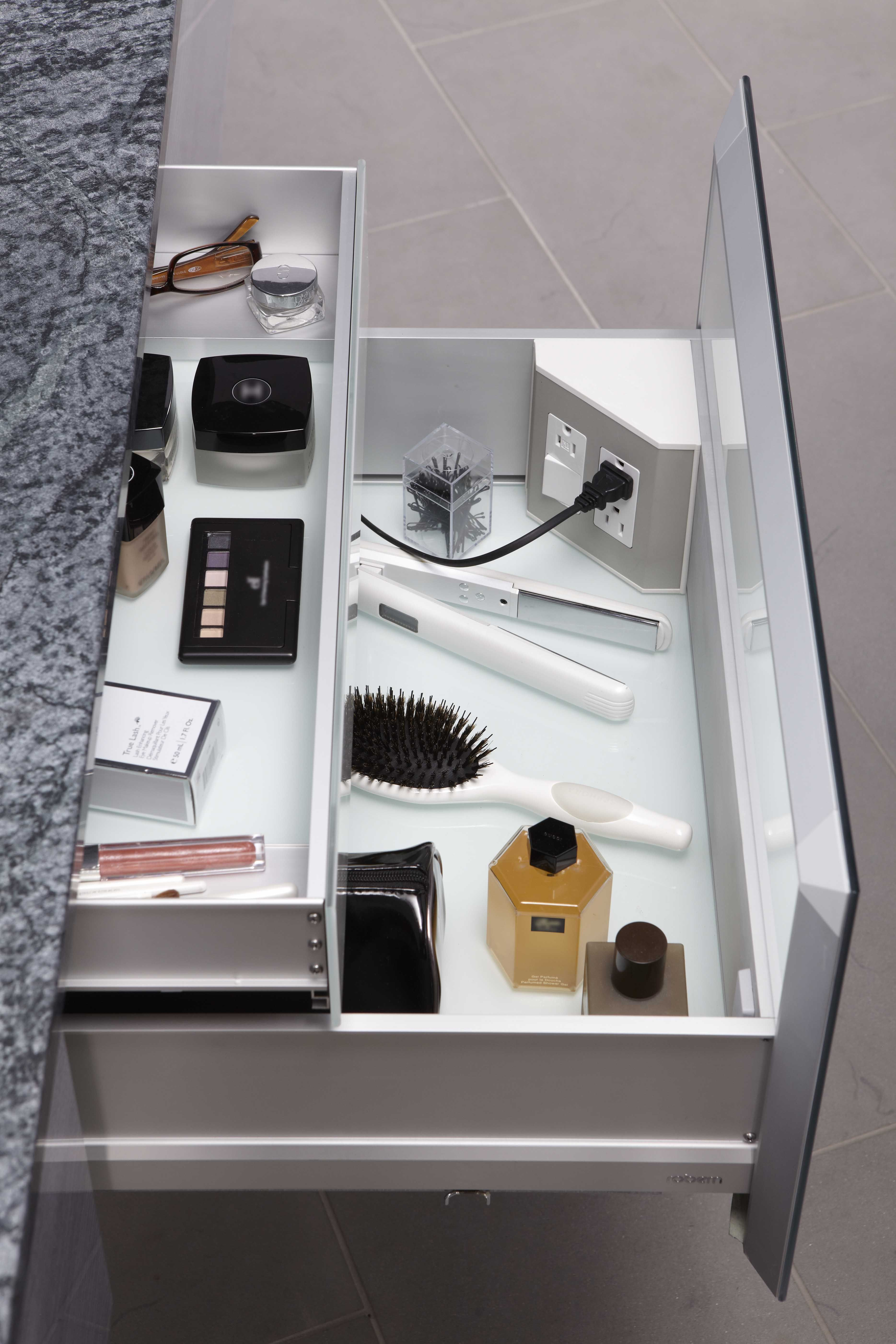 Inthedrawer electrical outlets for bathroom drawers
