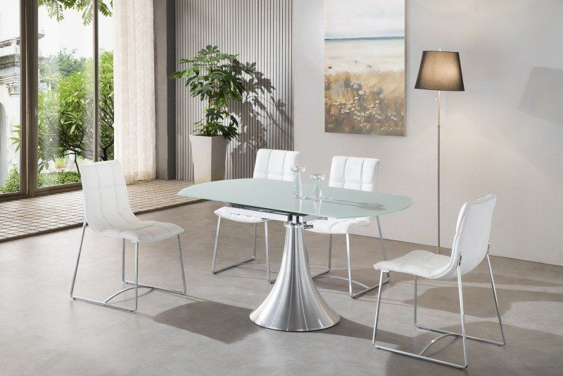 Chaises salle à manger métalliques tapissées de cuir blanc