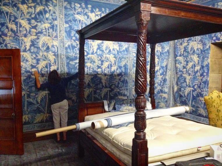 New Bts Pics From Jon Gary Steele Outlander Online Outlander Steele Outdoor Bed