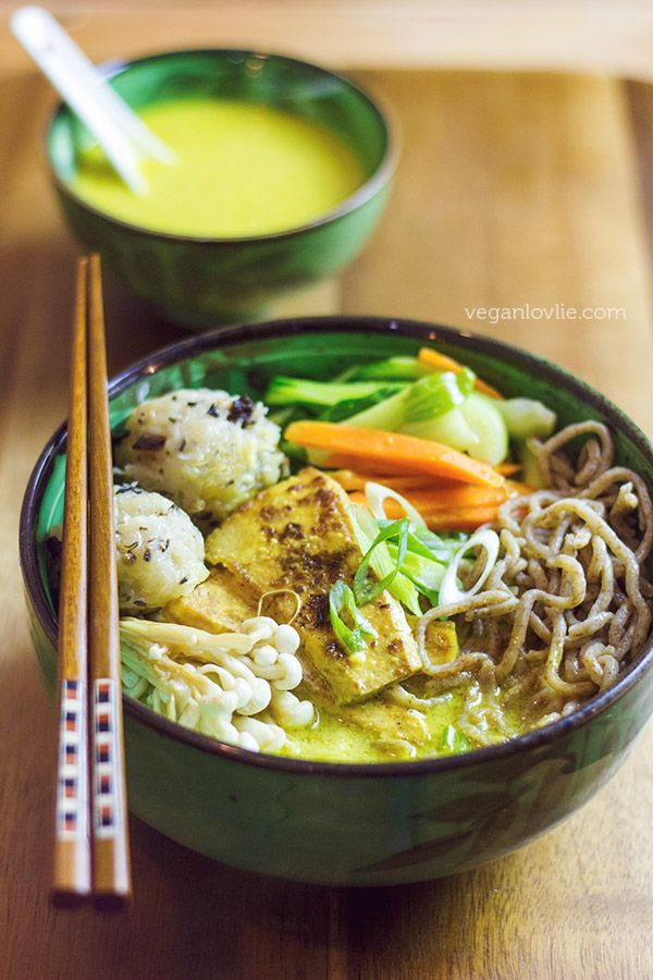A hearty coconut curry ramen noodle soup with crispy seared tofu, vegetables, enochi mushrooms and chayote/daikon radish dumplings. Ready in 40 mins.