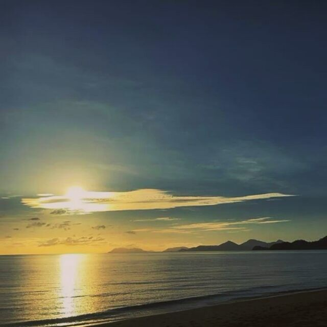 rindu sedalam apakah yang dimiliki lautan pada binar matahari
