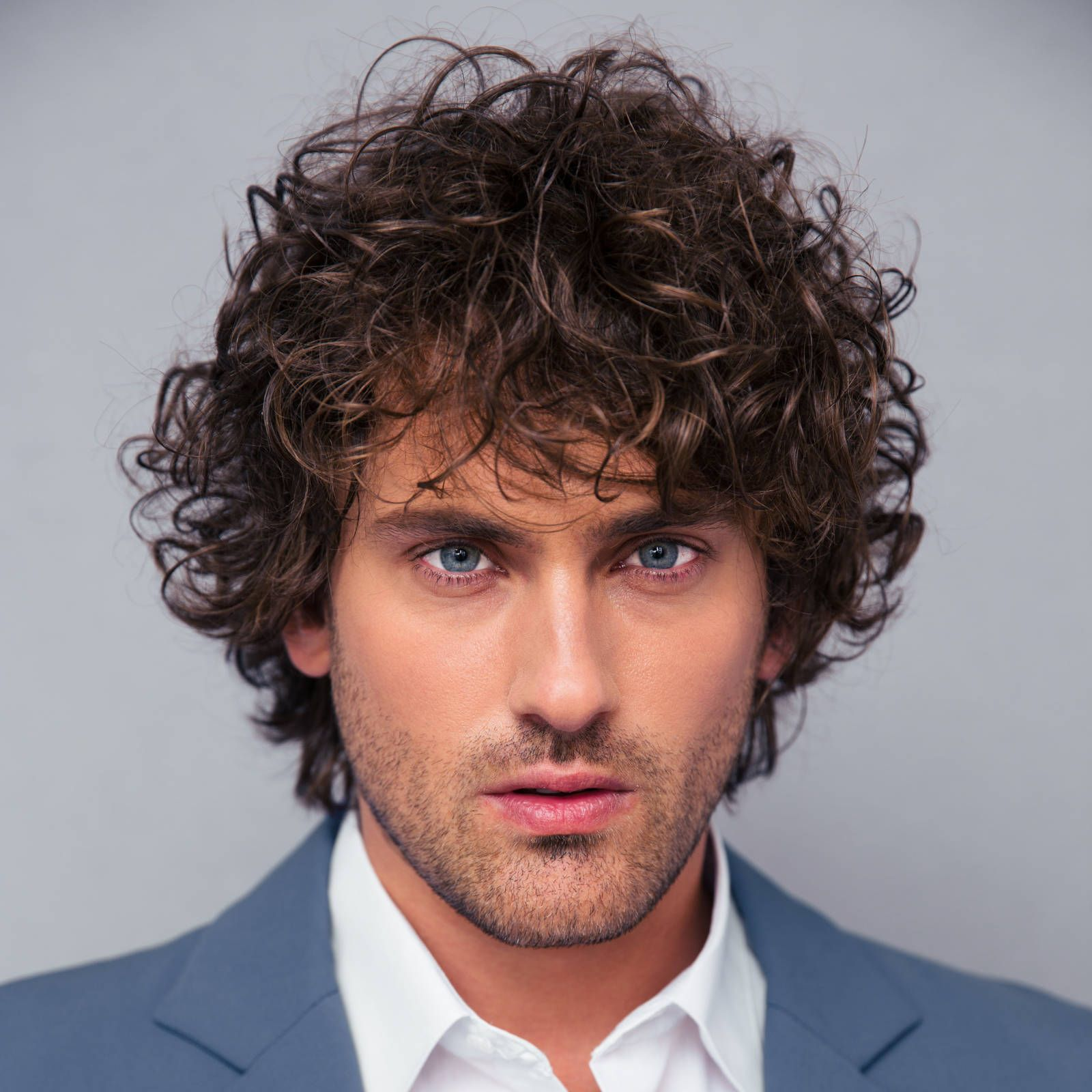 40 modern mens hairstyles for curly hair that will