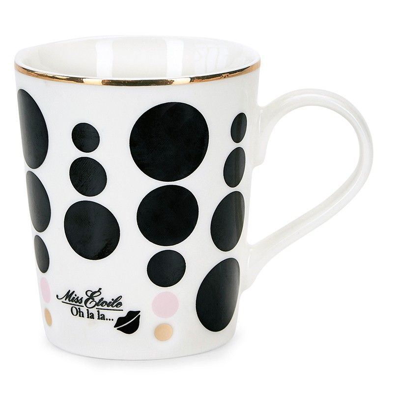 Taza de cerámica con asa y con decoración de círculos negros, rosas y dorados y texto. De gran calidad, es ideal para servir leche, café, infusiones. Gracias a su elegante diseño con filo dorado, también puede ser usada para decorar la mesa con flores, cubiertos...