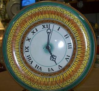Orologio da muro di ceramica dip.a mano #Italy http://ceramicamia.blogspot.it/2010/02/larte-per-segnalare-il-tempo.html