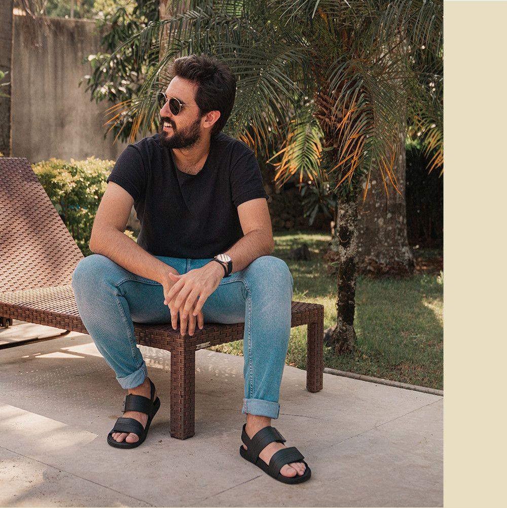 Pin By Jan Wojtylak On Men Wearing Sandals Mom Jeans Summer Fashion Male Feet