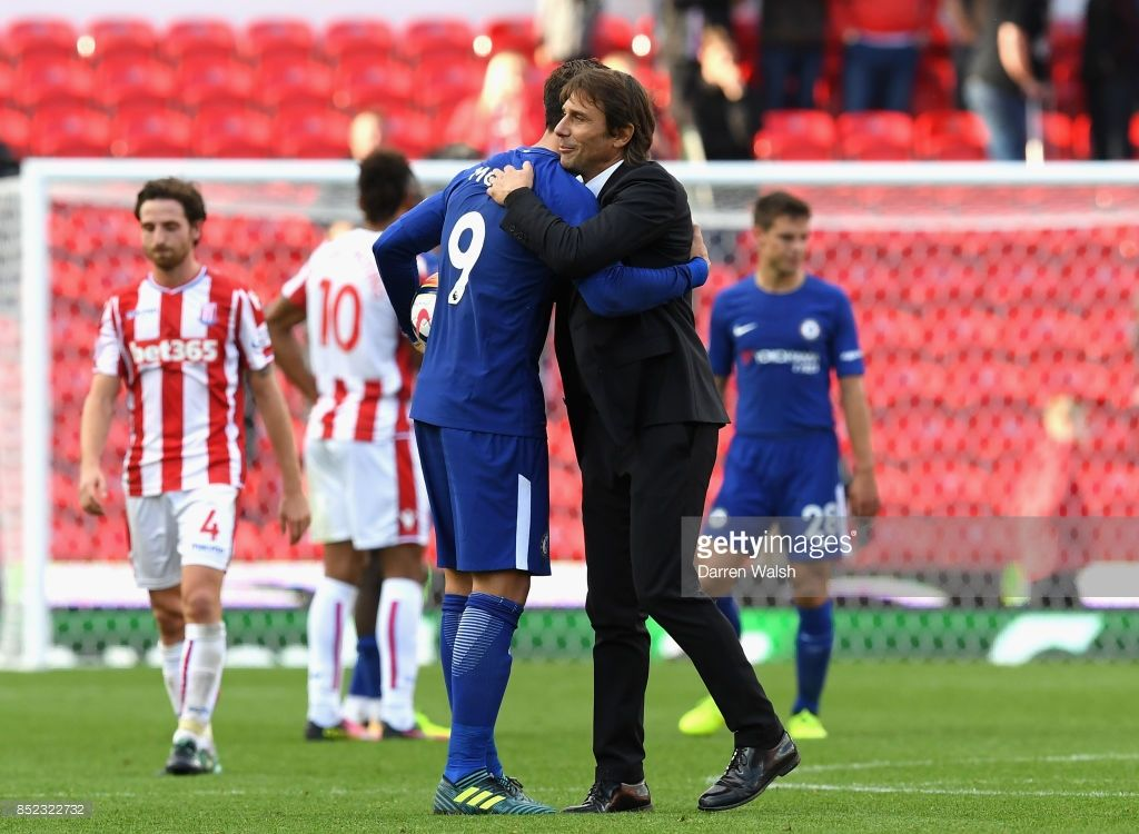 Alvaro Morata Of Chelsea Is Congratulated His Team S 4 0 Victory And His Hat Trick By Manager Antonio Conte Af Chelsea Premier League Stoke City Premier League