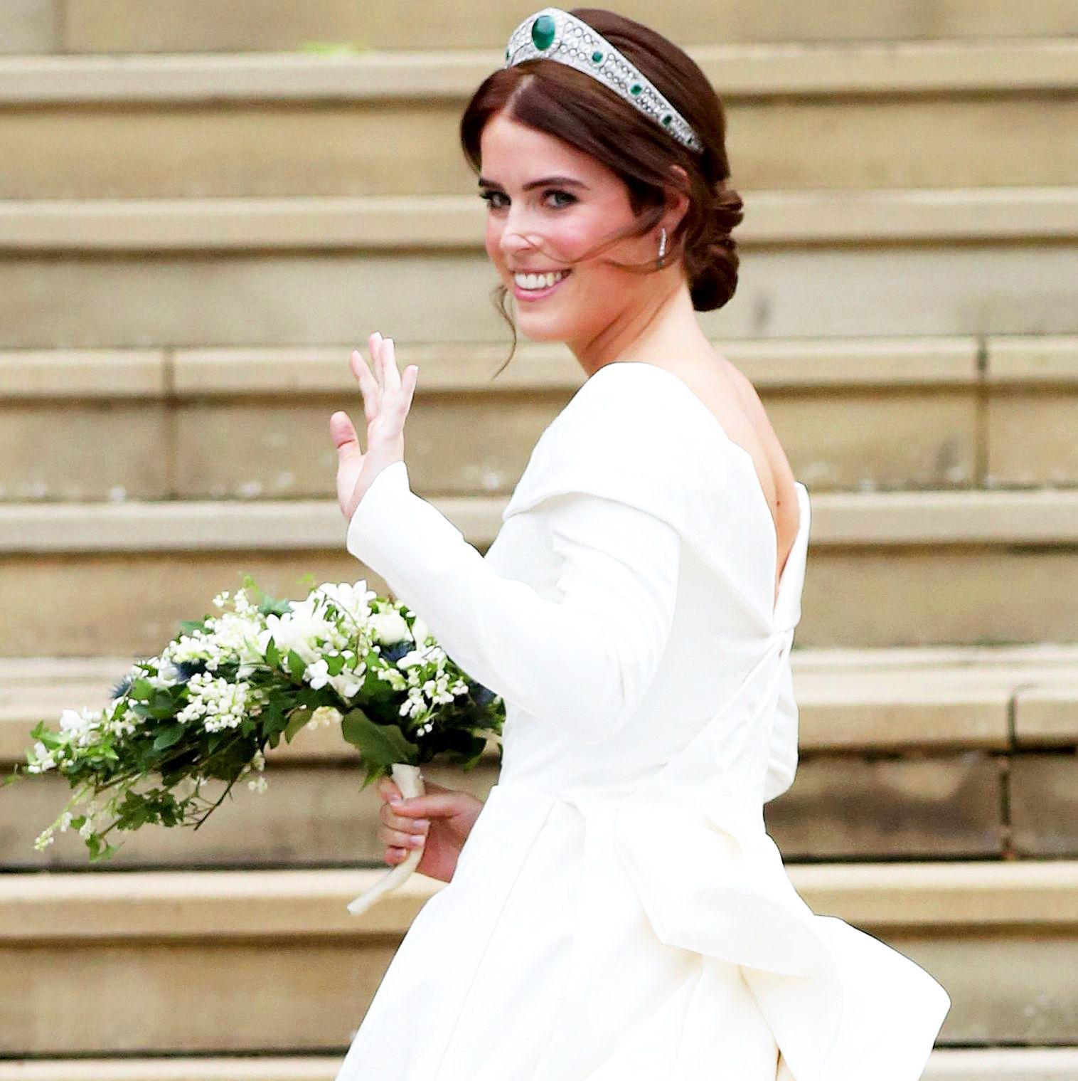See Princess Eugenie S Royal Wedding Dress Royal Wedding Dress Eugenie Wedding British Wedding Dresses [ 1519 x 1516 Pixel ]