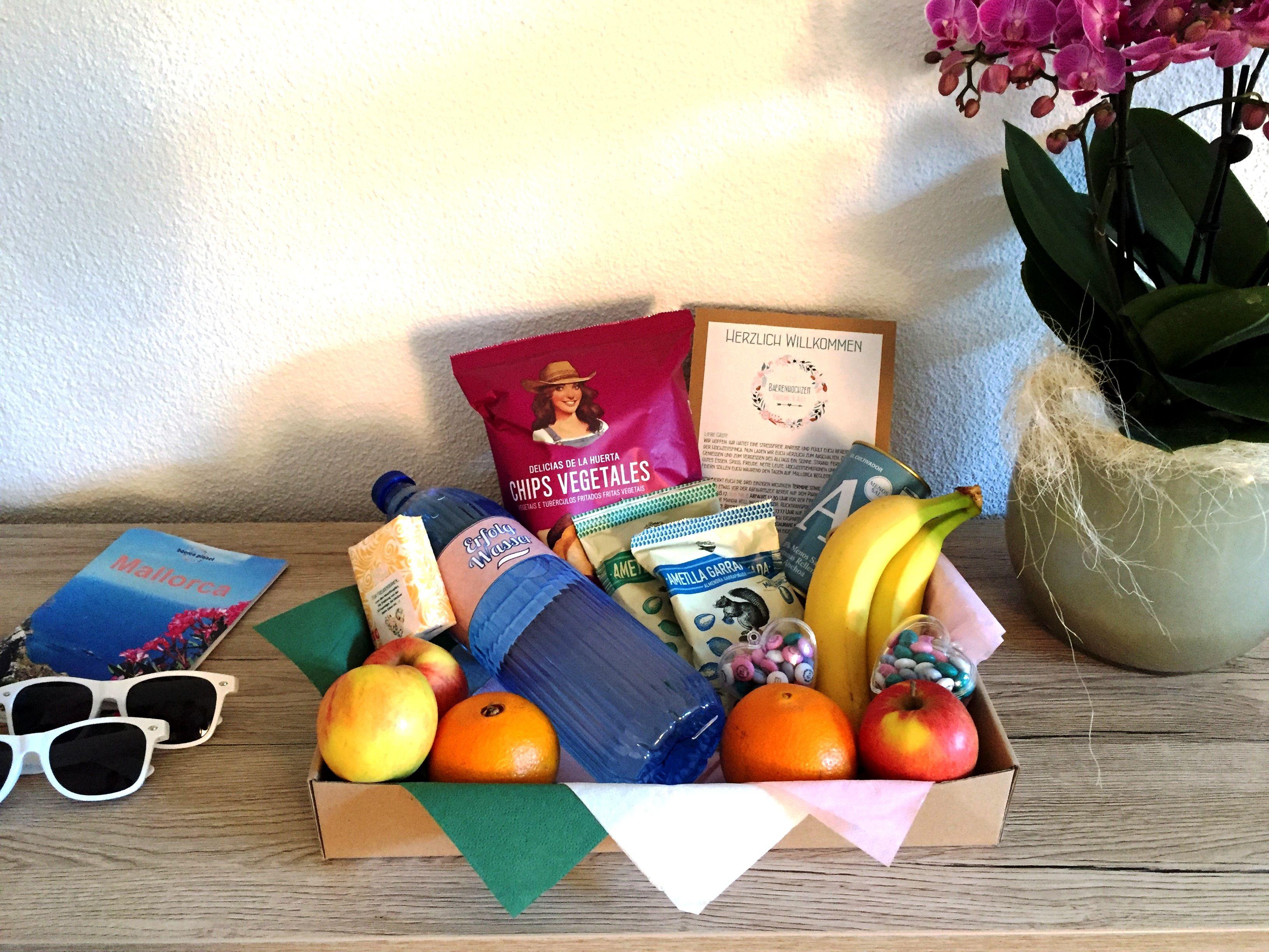 Welcome Geschenk Fruchtekorb Rahmenprogramm Sonnenbrillen Als Uberraschung In Den Hotelzimmer Der Gaste Unserer Dest Heiraten Im Ausland Hochzeit Geschenke