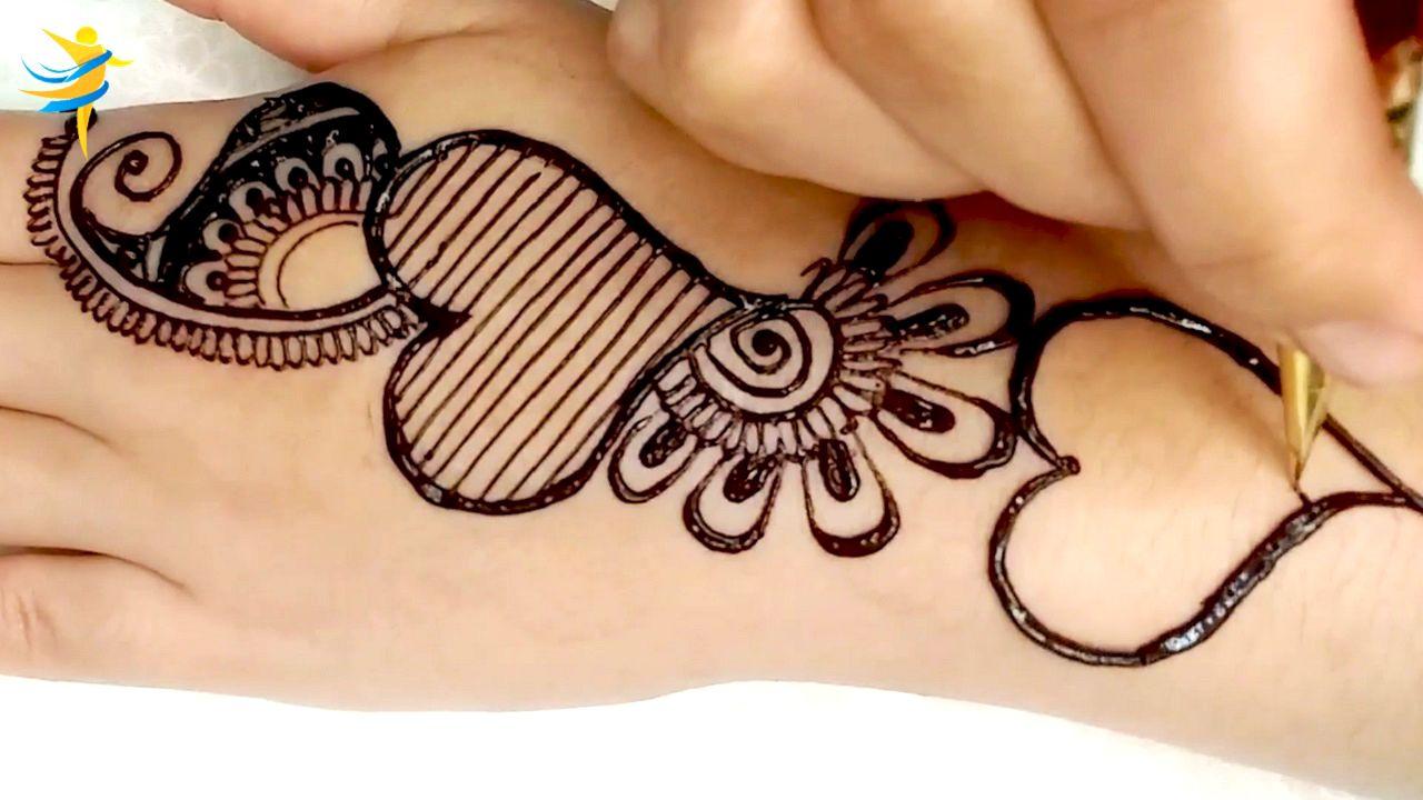 Drawing Love Heart Henna Design On The Hand Simple Mehendi For Beginner Stylish Mehndi Designs In 2020 Stylish Mehndi Designs Henna Designs Stylish Mehndi