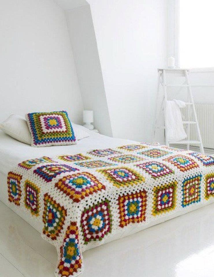 dessus de lit granny square et son coussin en crochet : Linge de lit enfants par bebe-serena