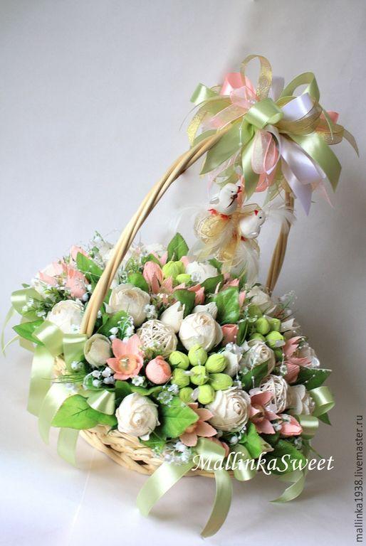 Корзинка с конфетами для свадьбы