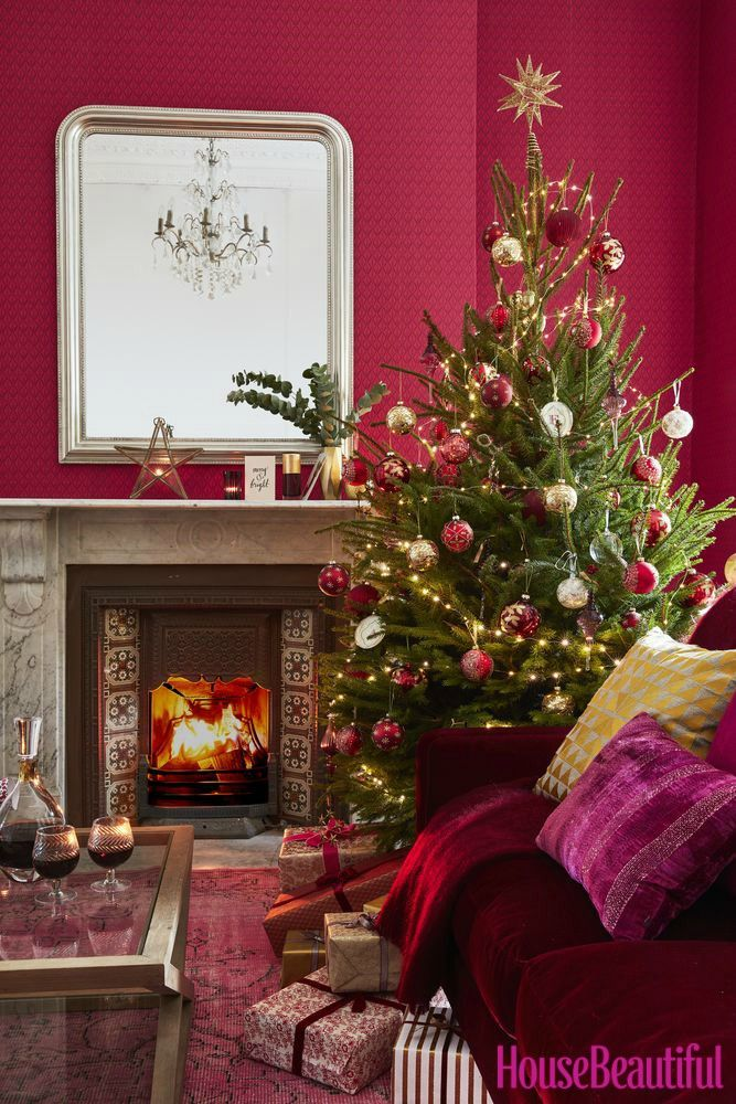 Christmas decorating scheme: Traditional red and gold ...
