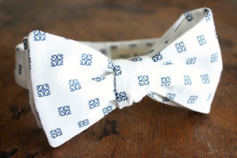 Bow Tie-White-Navy Blue Pattern...god for an all white party...I don't like pre tied bow ties though