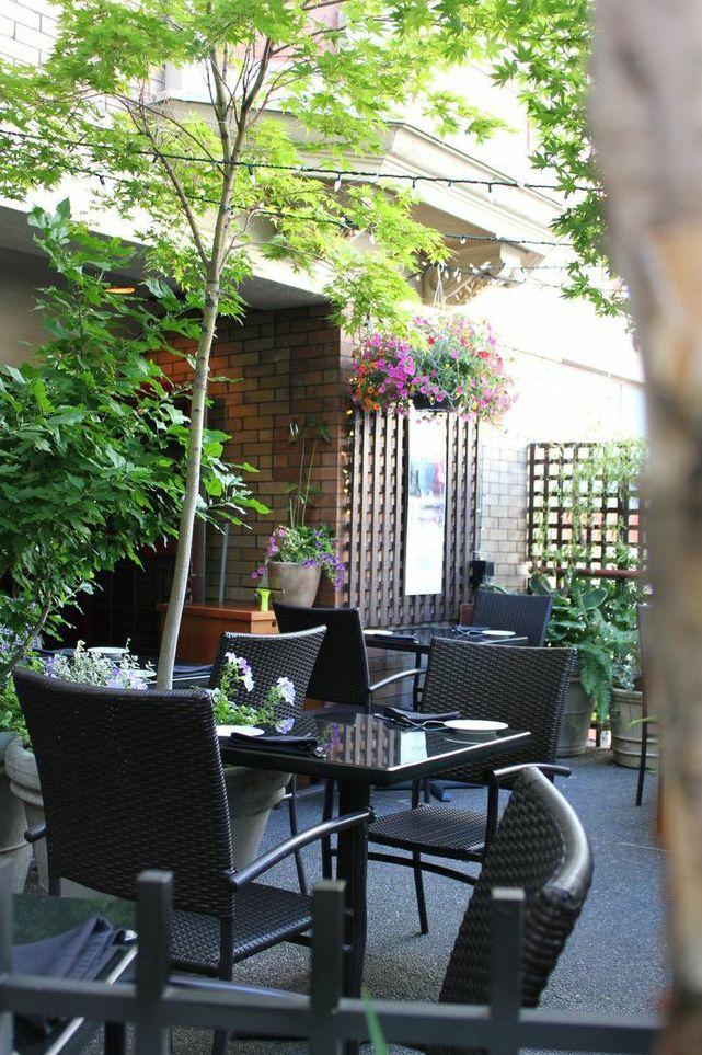 Cafe il Nido - a hidden gem of a patio to dine al fresco.
