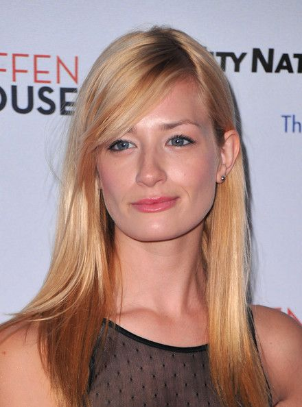 beth behrs wiki