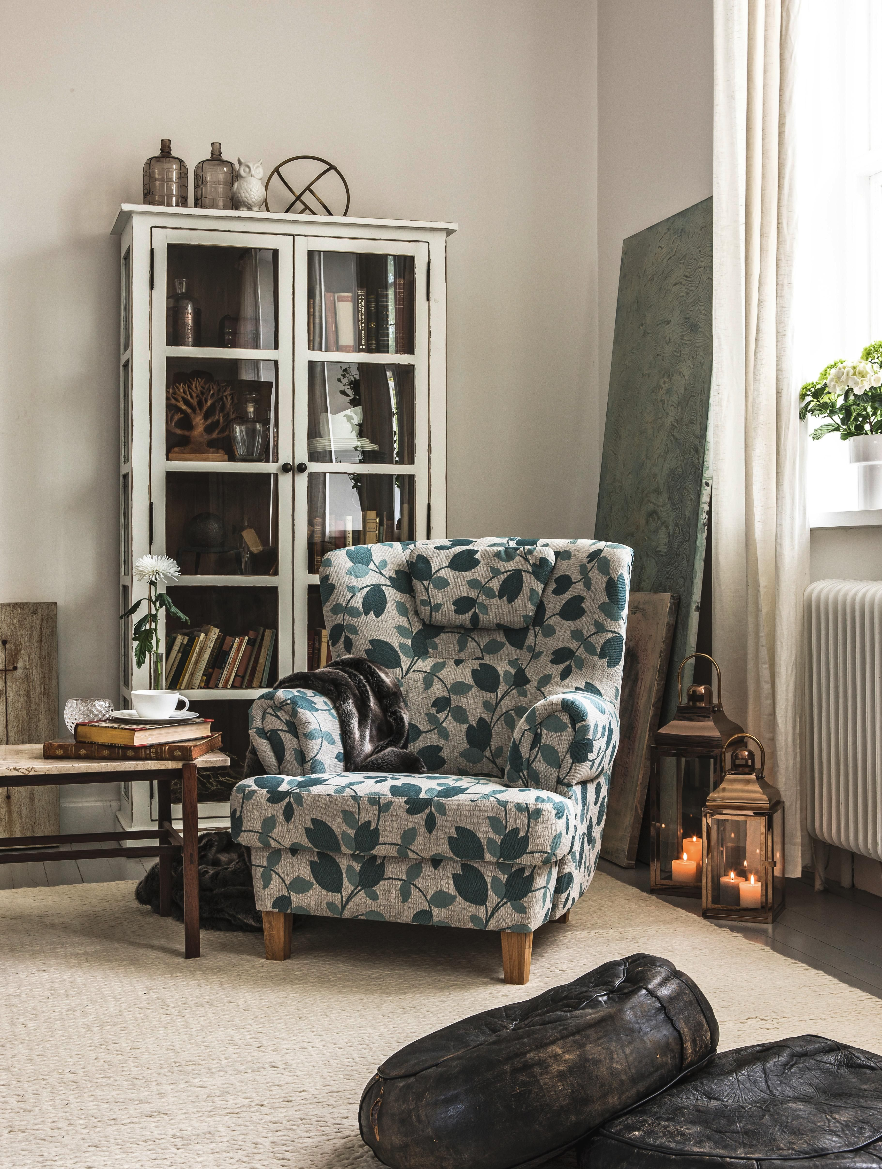 Stylischer Sessel Mit Nieten Und Geometrischem