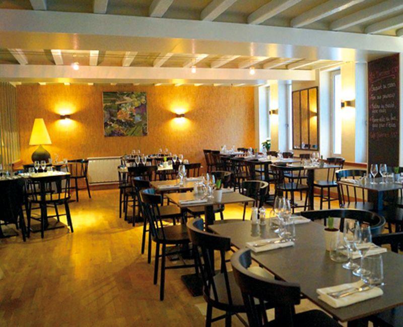 Bistrot Des Grands Crus Restaurants Hotel Table