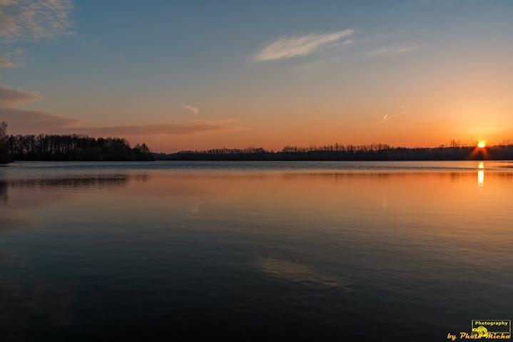 Still ruht der See Sonnenaufgang am Wiedelah See Guten Morgen ich wünsche Euch einen schönen Donnerstag. Liebe Grüße und bleibt Gesund.  #wiedelahersee #wiedelah #see #goslar #sonnenaufgang #sunrise #leidenschaft #fotografieren #herz #heimat #zuhauseimharz #harzliebe #Landscape #Landschaft #Natur #Nature #Photography #Fotografie #Photomicha #Canon #Landscapephotography #Naturelovers