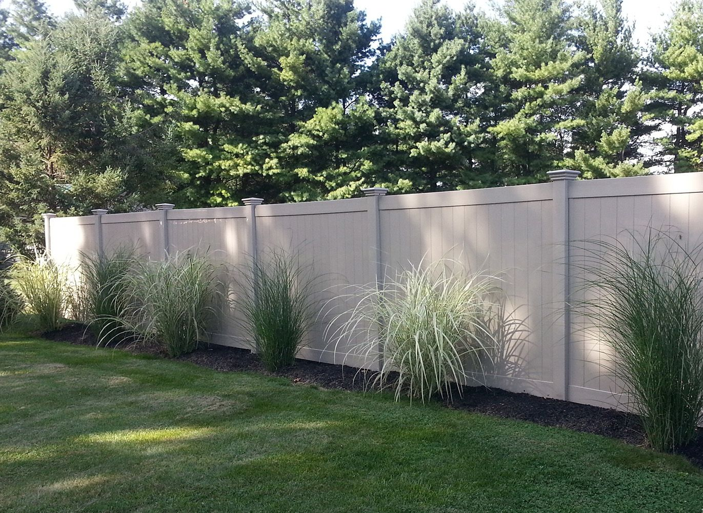 check out these 3 reasons vinyl fencing is the best choice for