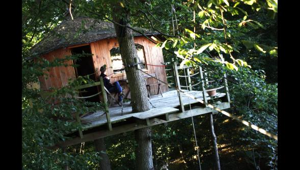 Cabanes du Nid dans l'arbre, Pierrefonds, France