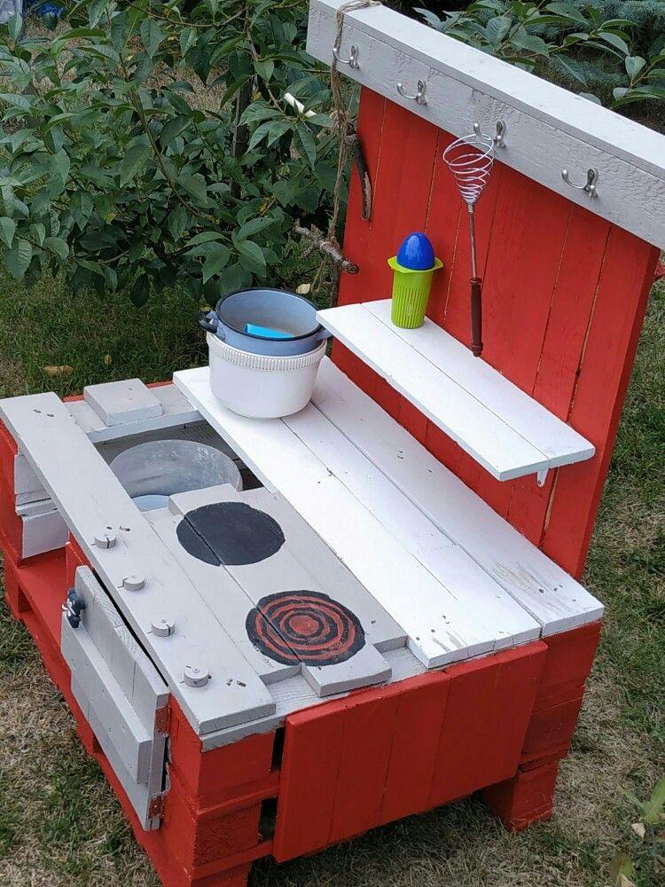 Kuchnia Blotna Z Palet Dla Dzieci Pallet Wood Diy Mudkitchen For Childrens Wood Diy Wood Pallets Kids And Parenting