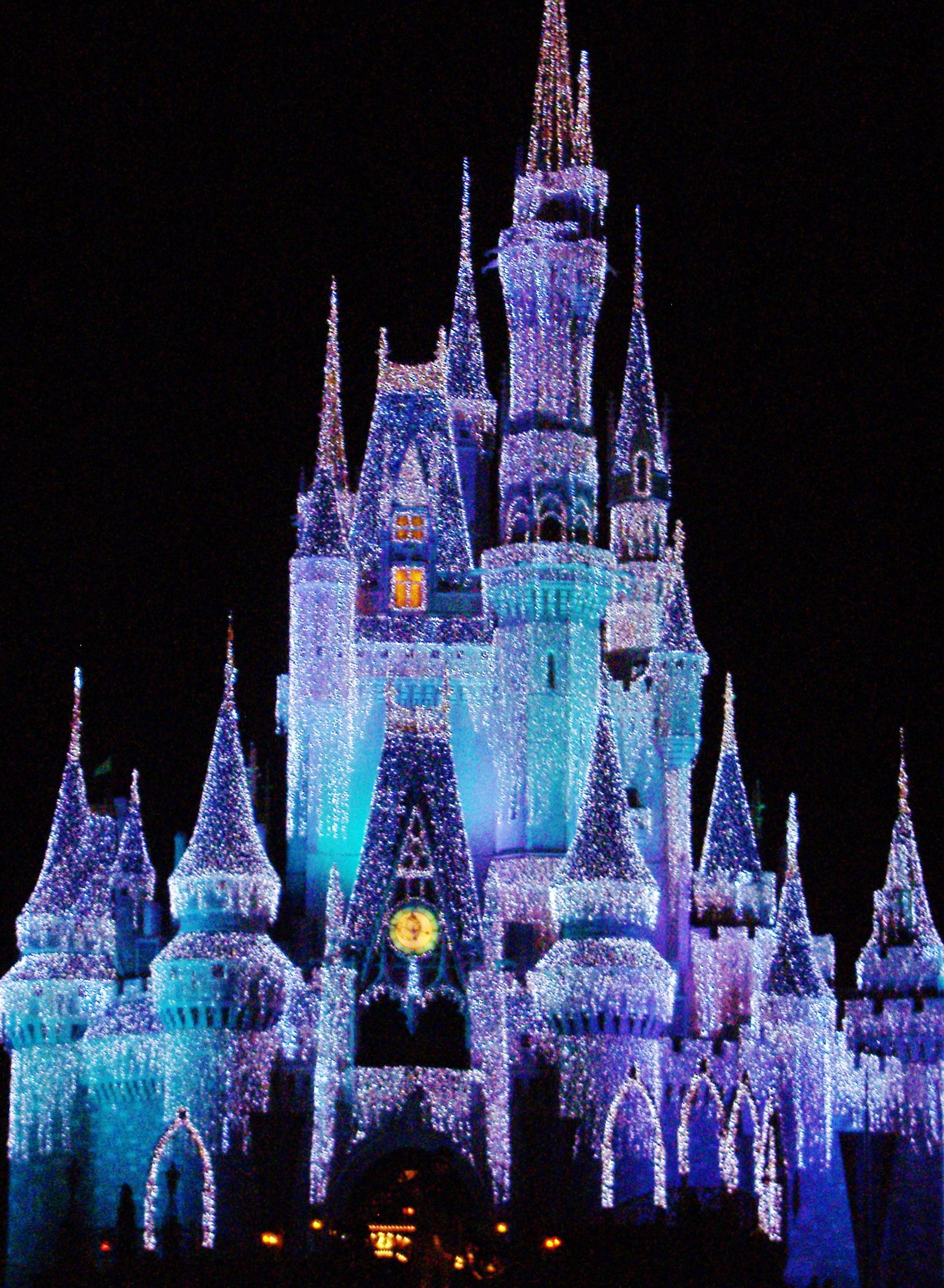christmas lights on cinderella castle not to be missed with thedreamtravelgroupcouk - Multi Castle Ideas