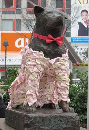 渋谷ハチ公。  イタズラではない。