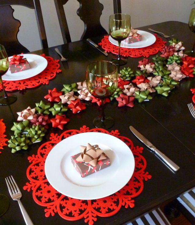 Simple Christmas bow table runner idea!  http://livinghopehemet.org   #christmas #christmasdecorations #christmasdesigns #christmasstuff #christmastrees #christmasrecipies #christmasfood #christmashacks #christmasdiy #christmastips #christmastricks #xmas