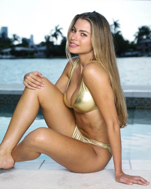 2dd971afede Sofia Vergara y su dorado traje de baño | Sexy women | Sofia vergara ...