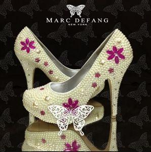 Another unique pearl bridal shoes design