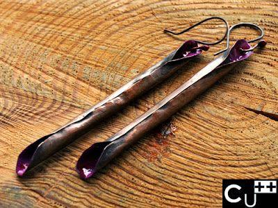 """""""Solen"""": orecchini di rame e smalto completamente realizzati a mano."""