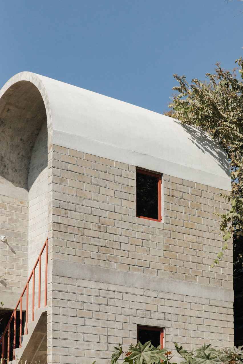Vaulted Concrete Roof Tops Brick House Casa Martha By Naso In 2020 Concrete Roof Roof Architecture Apartments Exterior