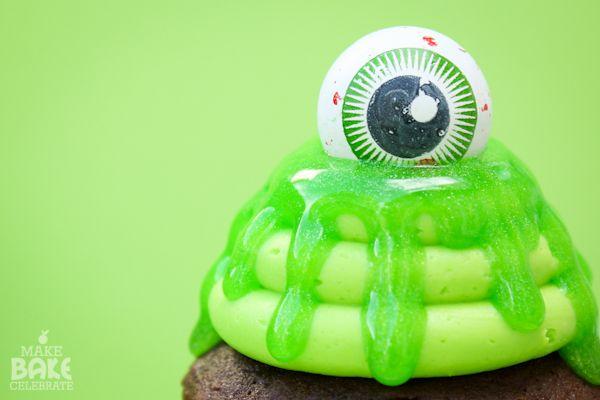 Slimy Eye Cupcake
