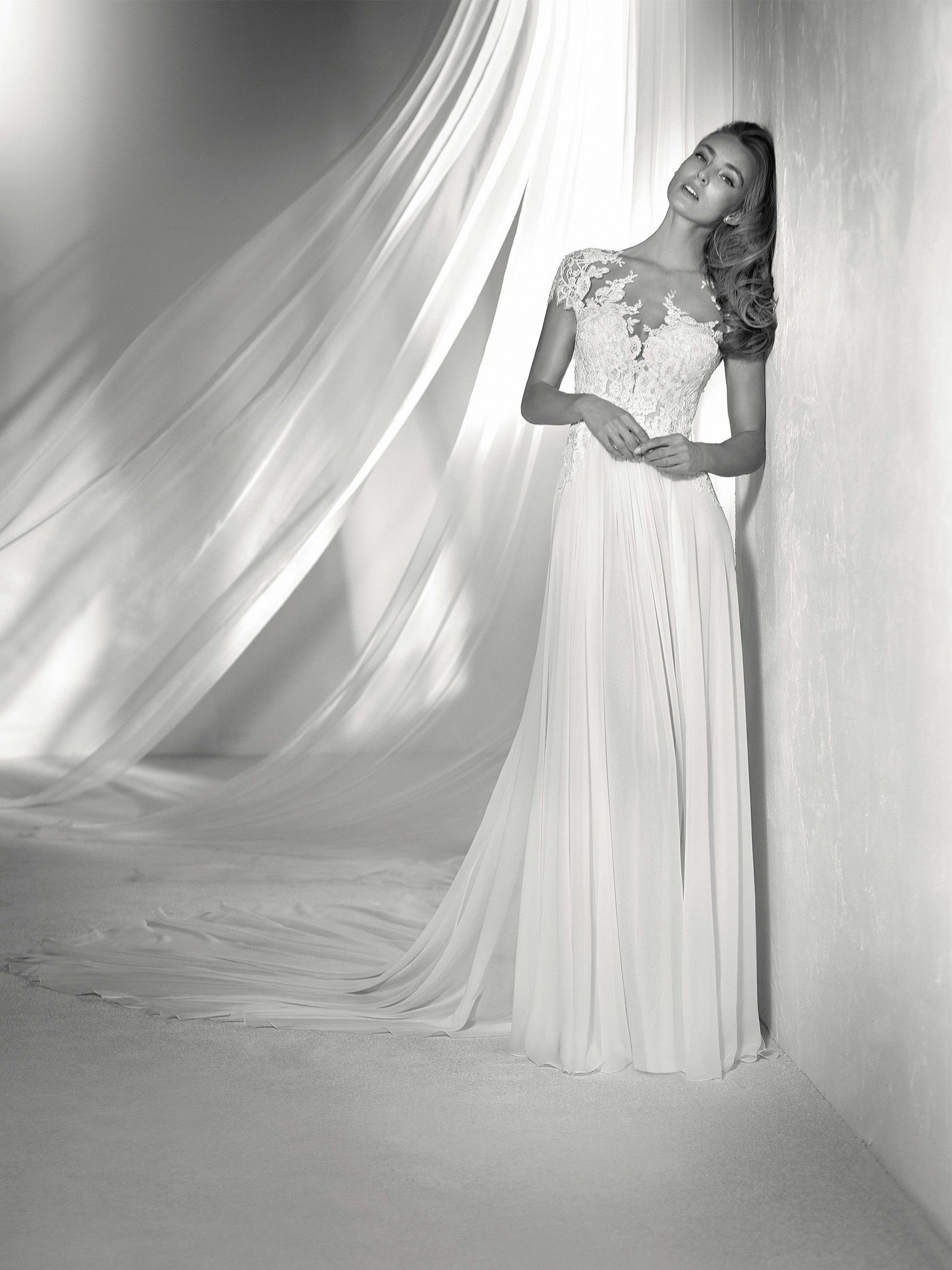 REGINA: Lovely wedding dress with a chiffon and tulle skirt ...