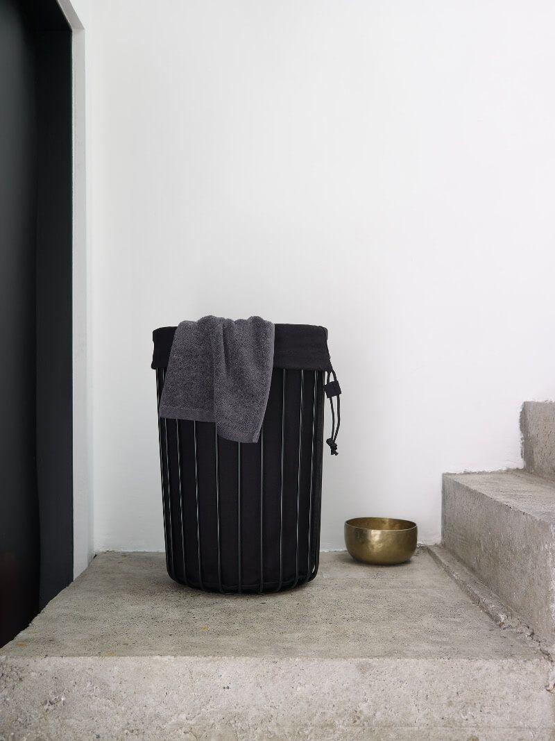 Waschekorb Mit Waschbarem Waschesack Von Aquanova Erhaltlich In Matt Weiss Und Matt Schwarz Waschekorb Waschesack Waschekorb Badezimmerteppich Waschetonne