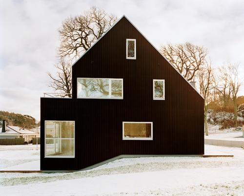 Schwarze Fassade