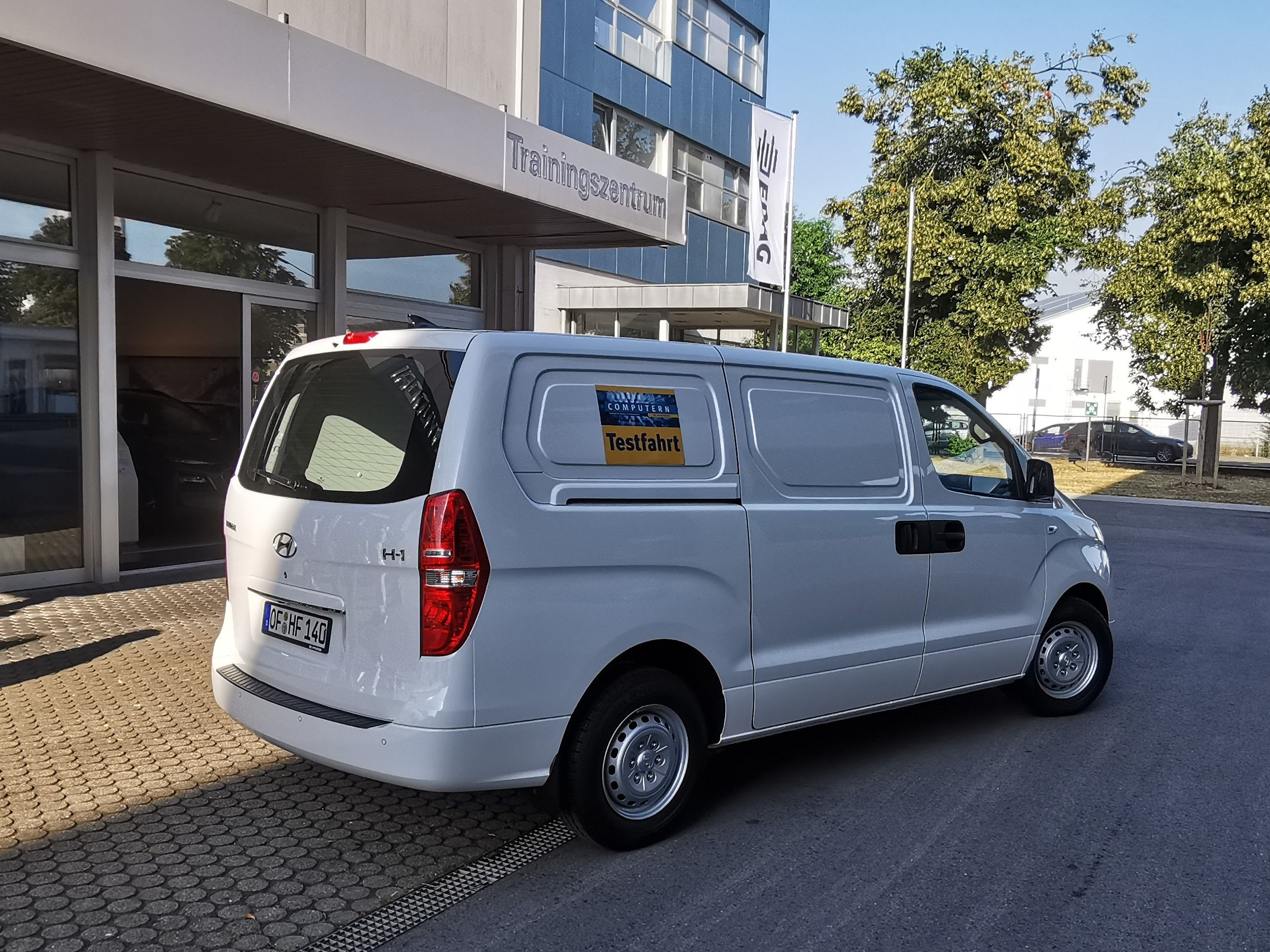 Neue Testfahrt Mit Hyundai H 1 Cargo Als 3 Sitzer Mit 136 Ps Diesel Motor Van Car Vehicles