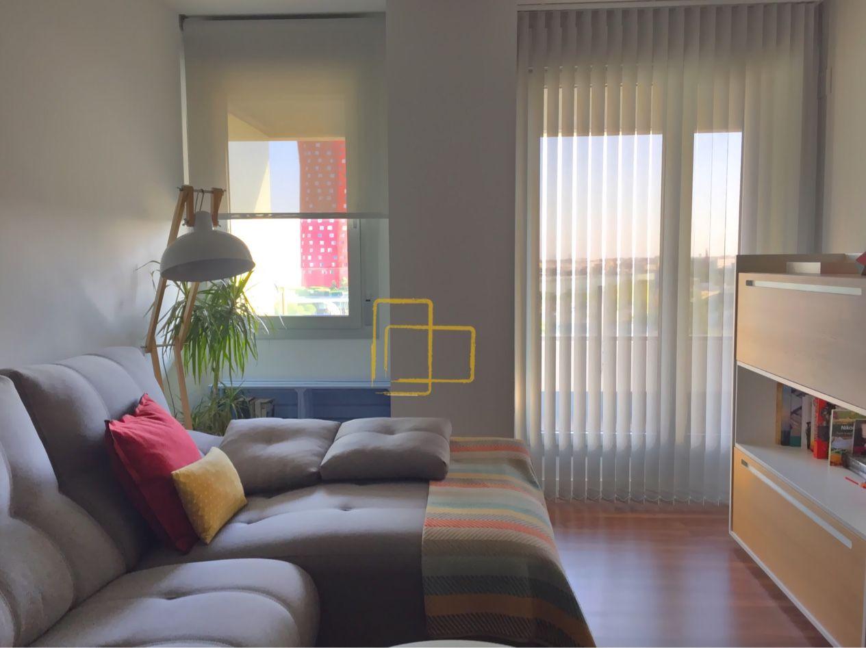Cortina enrollable y cortina vertical decorando en armonía. #solart ...