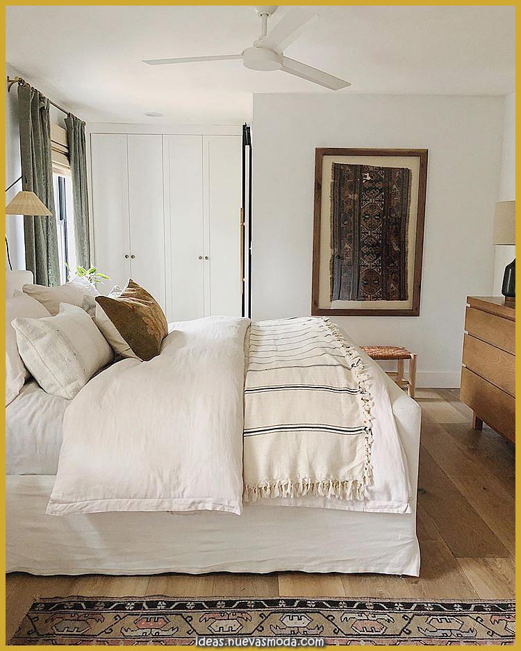 """Anissa Zajac en Instagram: """"Raramente se ve el otro flanco de nuestro dormitorio principal. Brian colgó la puerta"""