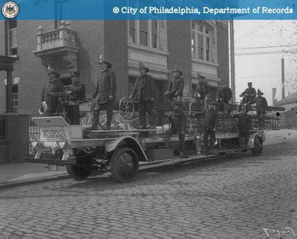 City 1915 Philadelphia Fire Department Ladder Truck