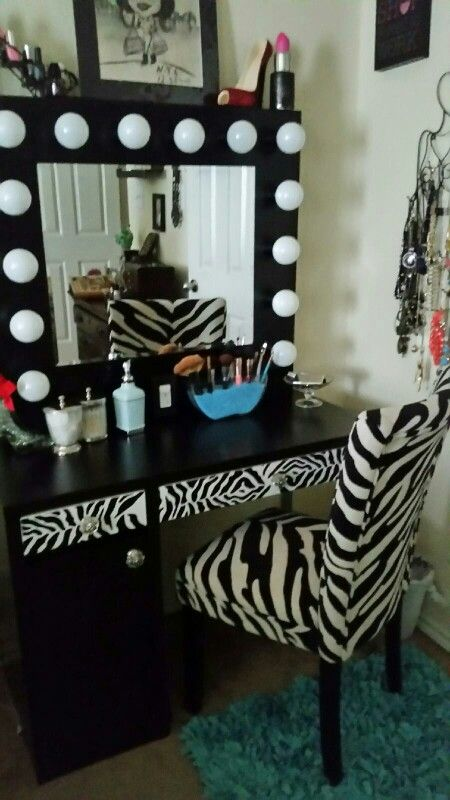 DIY Hollywood Vanity Mirror With Lights For Under $150