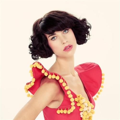 I have a girl crush on Kimbra - won't you raise a child with me? We'll name her Nebraska... Nebraska Jones...