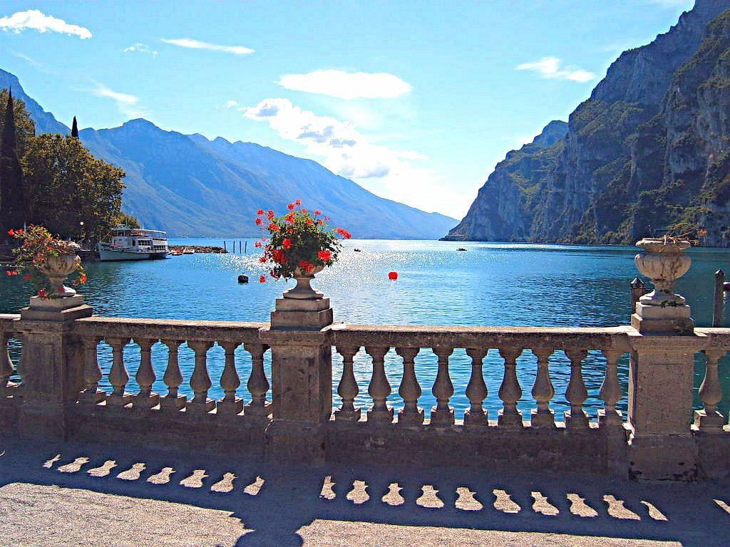 Eurotravelogue Guided Tour Of Lake Garda In Northern Italy Lake Garda Lake Trip Garda