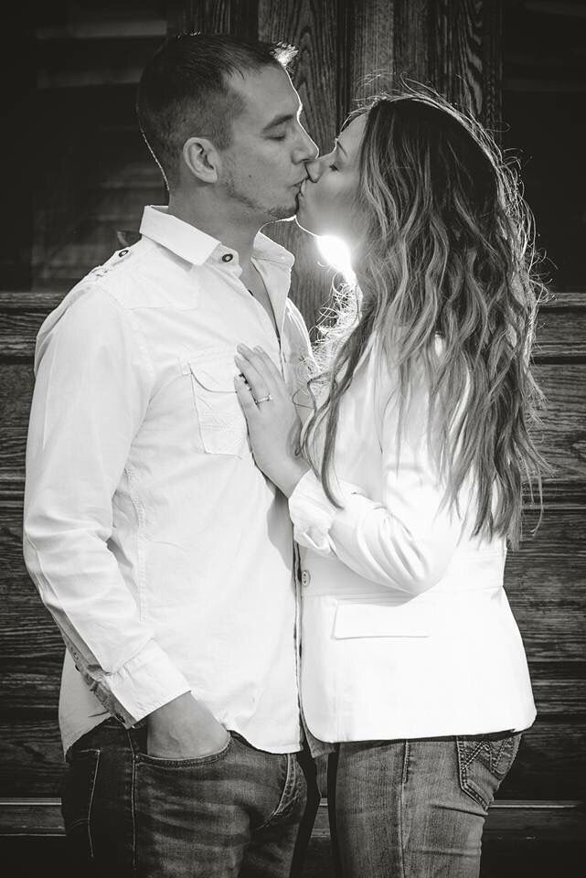 Engagement photography. Engagement photo. Save the date. Black and white. Facebook.com/nikolearielphotography